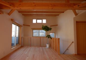 2階に無垢の木フロア.png
