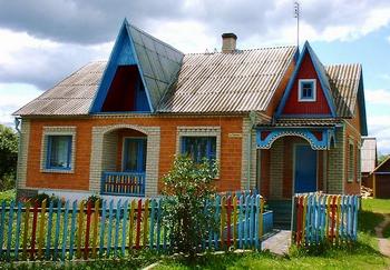 おしゃれでかわいいベラルーシの家は緑の中に.png