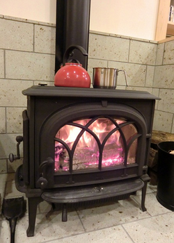 おしゃれ暖炉でお湯を沸かす.png