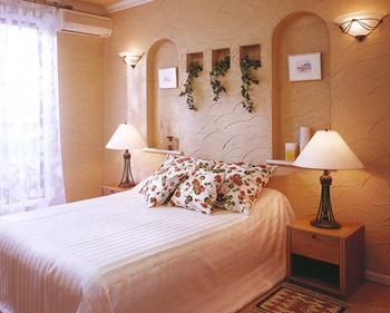 まるでヨーロッパの寝室ベッドルームのような部屋の造りです.png