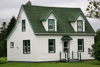 シンプルかつかわいい家の画像は緑の中にあった.png