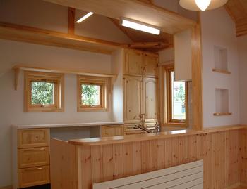ノルウェーハウスの綺麗な新築キッチン.png