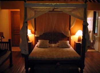 ホテルとかでよく見るベッド.png