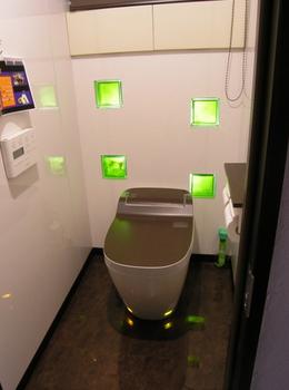 不思議な感じのお手洗い黄緑色.png