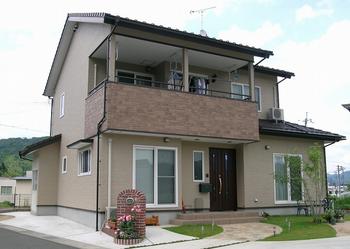 出た田舎の新築豪邸.png
