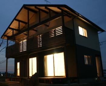 夜の家の外観が素敵.png
