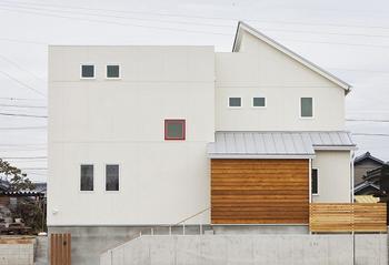家の形もそうだけど木の使い方がかっこいい外観を造っている住宅ハウス.png