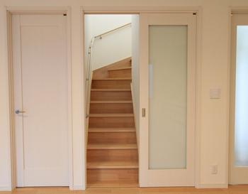 寒さ対策にリビング階段に扉を設置.png