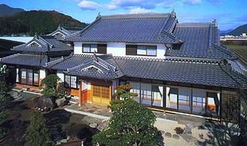 日本家屋といった感じの豪邸です.png