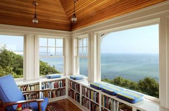 本棚と海と景色.png