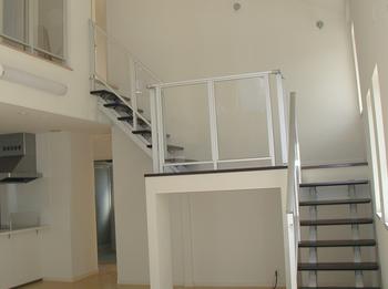 独特の間取りのリビング階段スペース.png