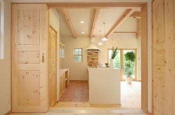 綺麗な木材で統一された家のレイアウト.png