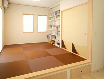 茶色い畳の和室.png