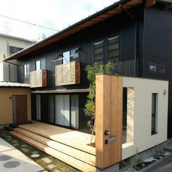 黒い外観の日本家屋風のマイホーム.png
