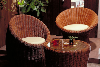 この椅子とテーブルはいかにも本物っぽい.png