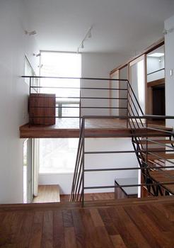 ごく普通のシンプルなスキップフロア住宅.png
