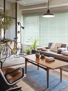 観葉植物と自転車が雰囲気を出している部屋.png